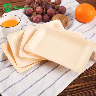 What are the benefits of using disposable wooden plates?